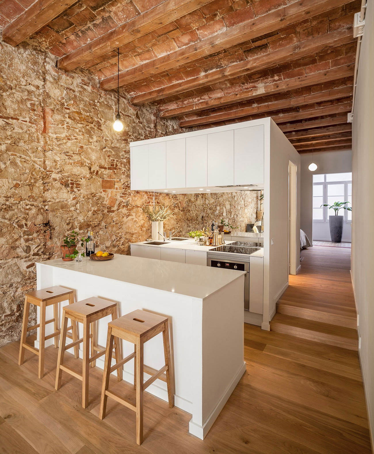 Renovation-Apartment-in-Les-Corts-kitchen-island