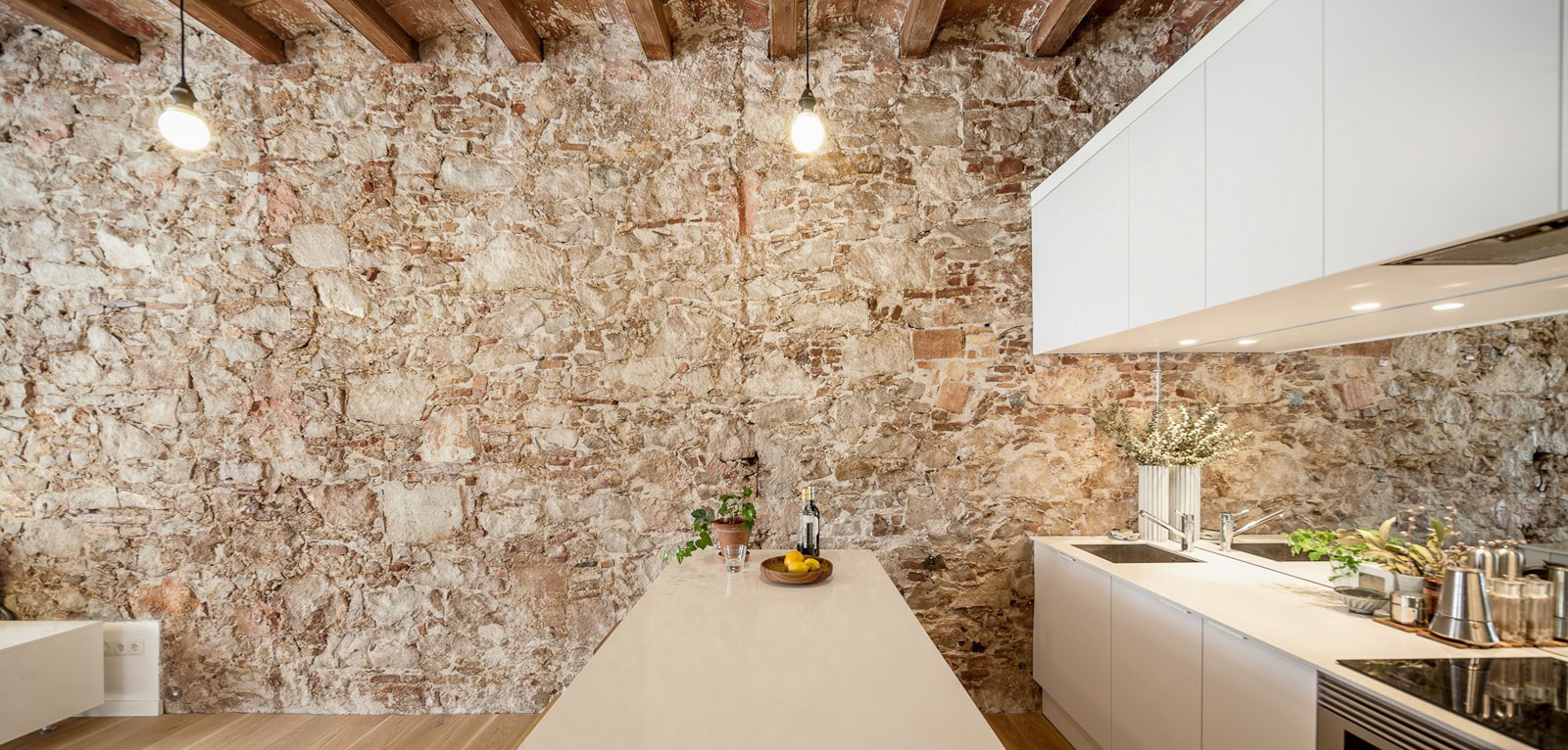 Renovation-Apartment-in-Les-Corts-kitchen-stone-wall
